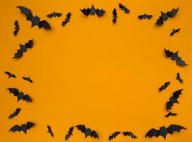 Хэллоуин фон с бумажными летучими мышами