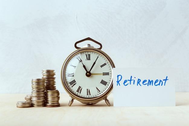 Время деньги, настольные часы с монетами