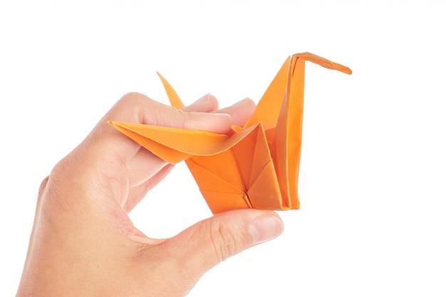 Оригами журавль на белом фоне