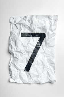 Машинописные цифры на мятой бумаге
