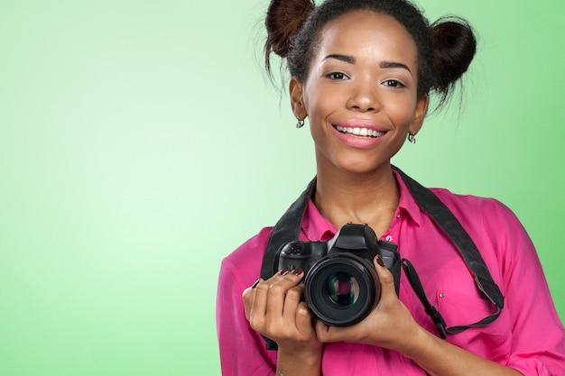 若い女性写真家