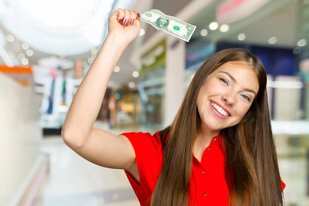 お金で幸せな女