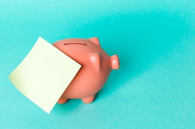 空の付箋と貯金箱