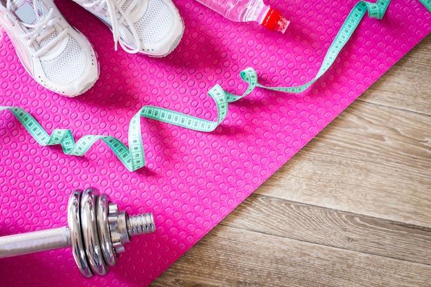 タイル張りの床のスポーツ用品