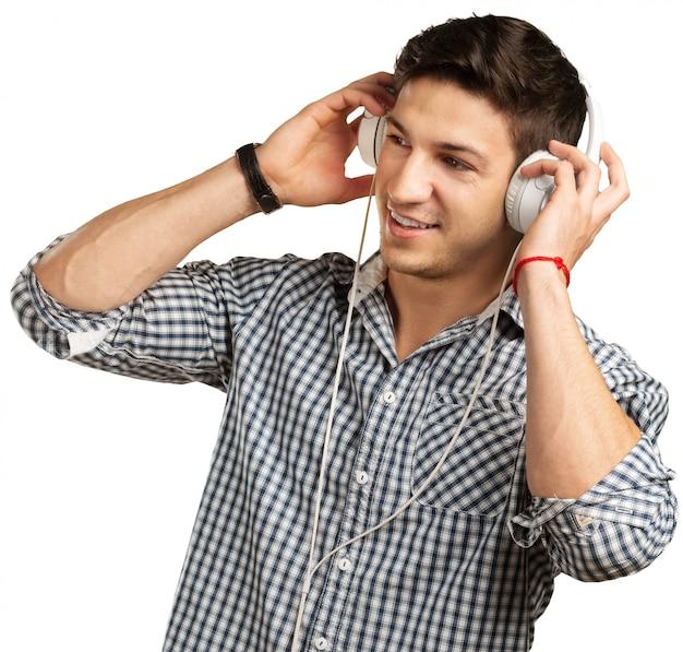 ヘッドフォンを持つ男