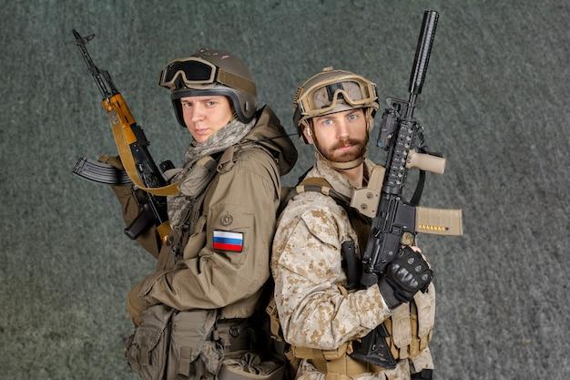 Два солдата спецназа