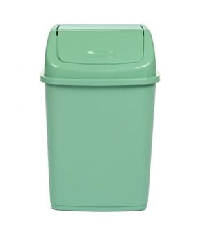 白い背景に分離されたプラスチック製のゴミ箱