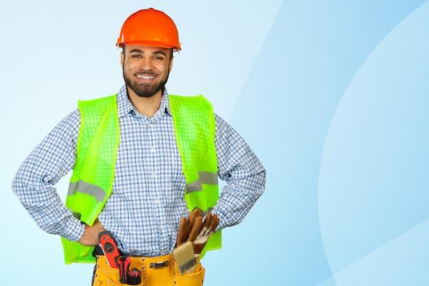 Красивый счастливый рабочий