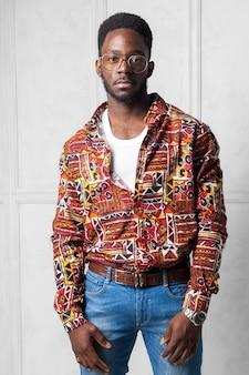 Молодой красивый африканский человек