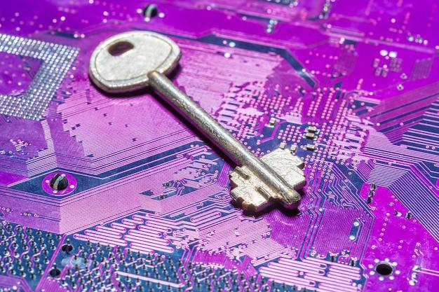 コンピューター回路基板上のキーのクローズアップ