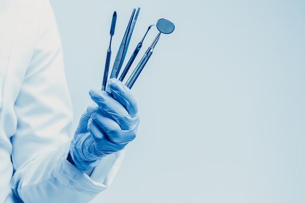 Стоматолог медицинские инструменты