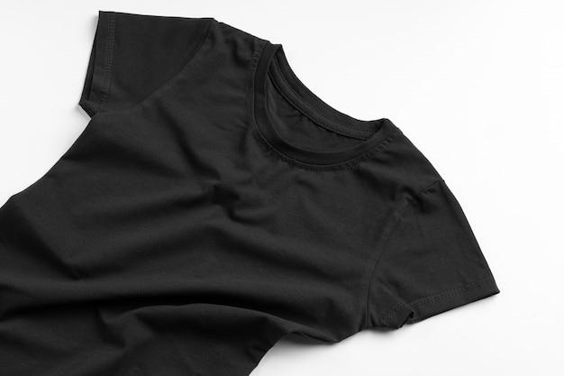 Черная футболка с копией пространства крупным планом