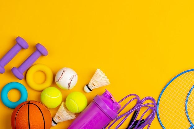 フィットネスやゲーム用のさまざまなスポーツ機器の構成