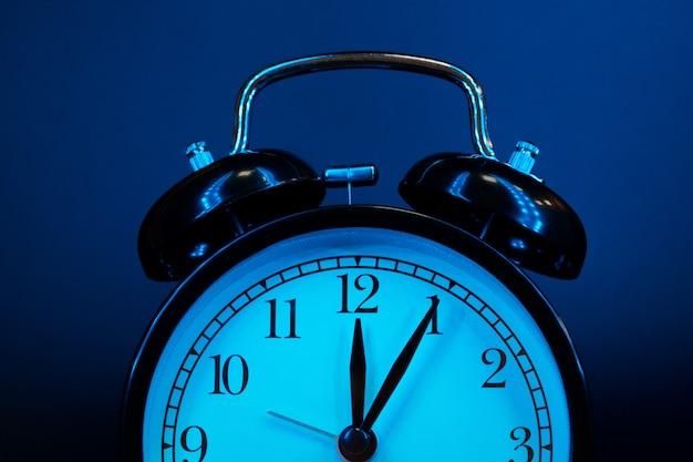 目覚まし時計をクローズアップ