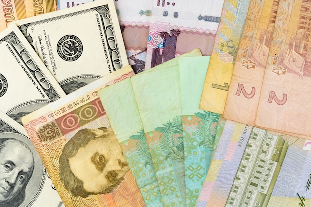 米ドル、ロシアルーブル、ウクライナグリブナ