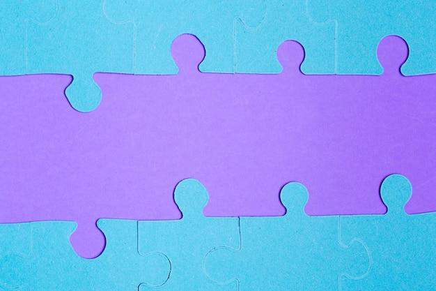 テキストのための空のスペースでパズルのピース