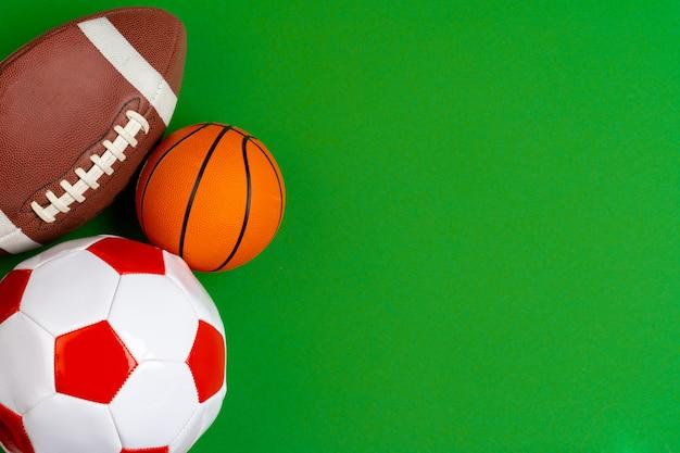 サッカー、バスケットボール、ラグビー用のボールのセット