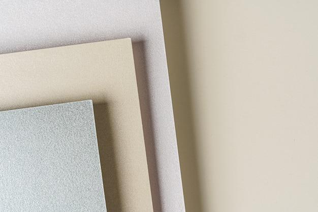 工芸品やビジネス用の紙のサンプルのクローズアップ
