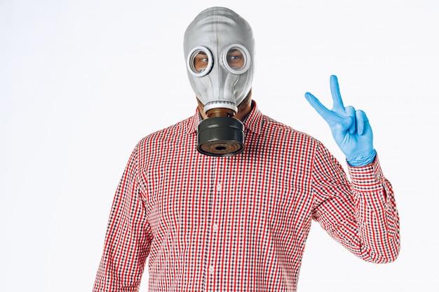 防毒マスクの男の肖像画。