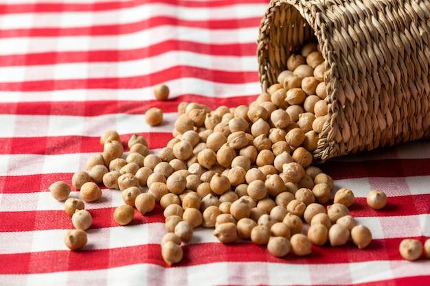 木製ボウルの大豆