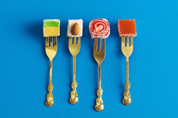 Квадратная форма лукум сладости турецкого наслаждения крупным планом
