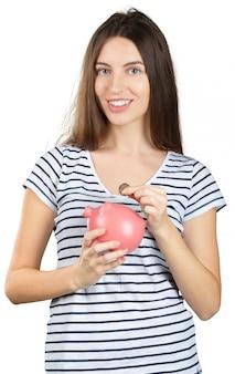 貯金を持つ女性。白で分離