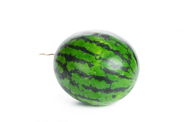 白で隔離される緑のスイカ