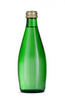 Минеральная вода в стеклянной бутылке с крышкой на белом