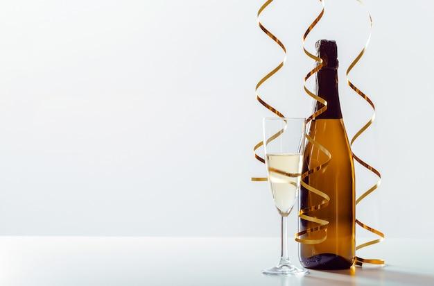 Празднование нового года с шампанским