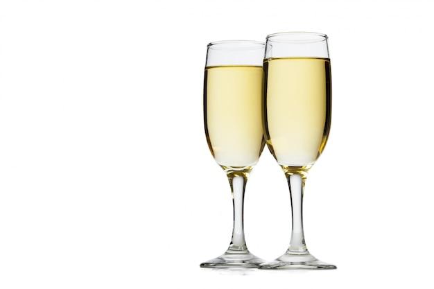 Бокал шампанского на белом фоне