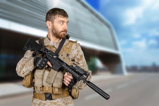 ライフルを持った兵士