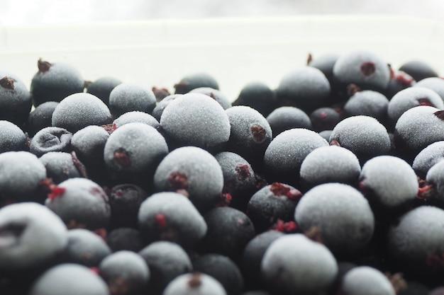 背景テクスチャ冷凍ブラックカラントベリー。果実の霜の結晶。