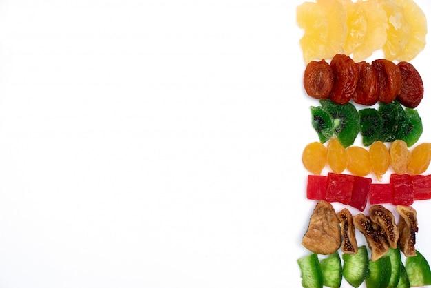 甘い砂糖漬けのフルーツのクローズアップ