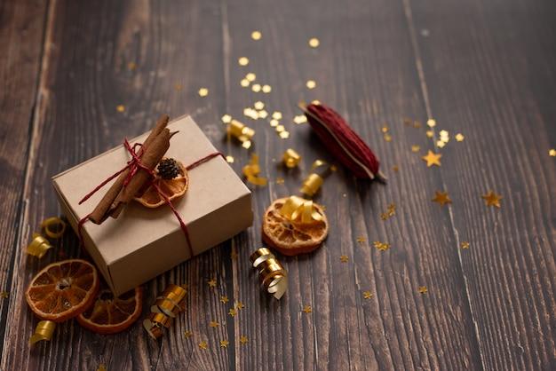 クリスマスの時期と空き容量の机