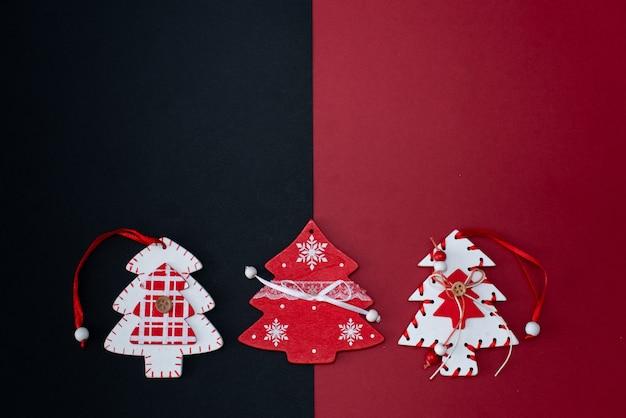 Новогодние рождественские подарки завернутые ленты плоские лежал вид сверху рождество праздник.