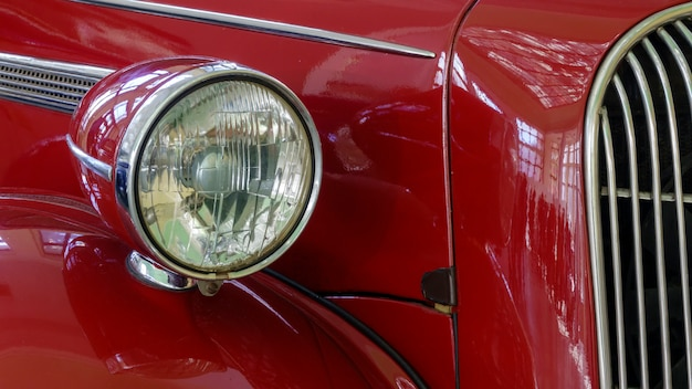 古いレトロ車は赤