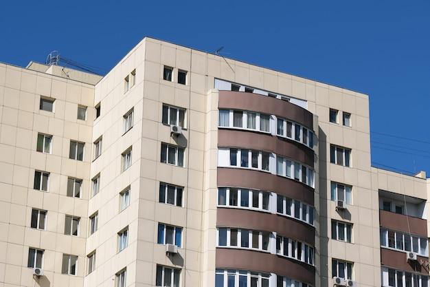 近代的な高層住宅のファサード