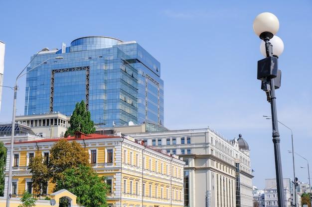 キエフの近代的な美しいオフィスビル