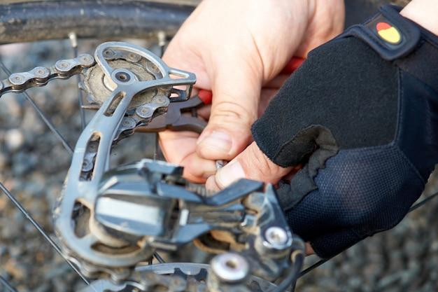 壊れた自転車の修理