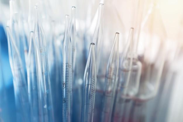 実験用ガラス器具、研究所および開発コンセプト