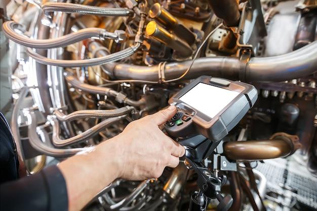 ビデオ内視鏡を使用したガスタービンエンジンの検査