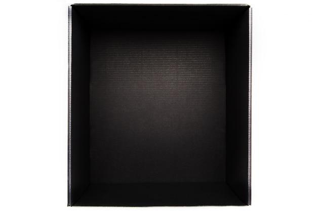 白のカバーなしのブラックボックス、内側からの眺め