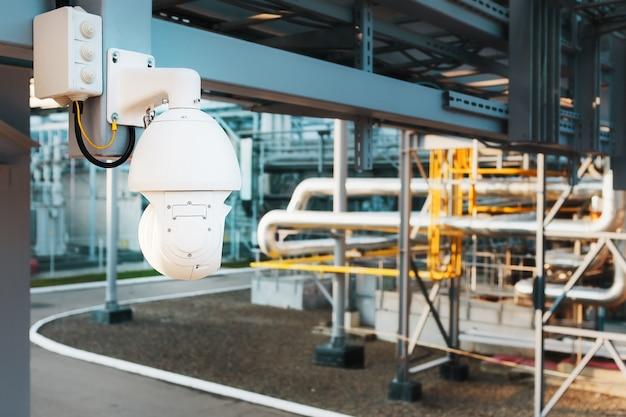 工業地帯の工場のセキュリティシステム