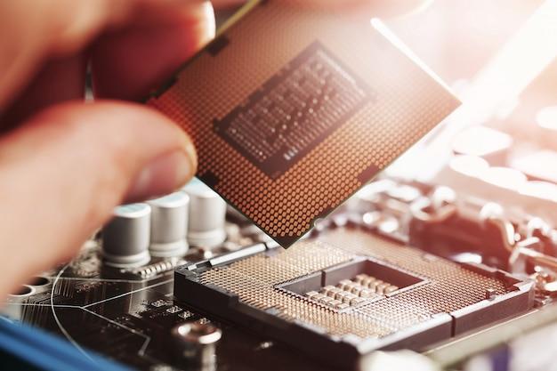 コンピューターの中央処理装置の交換