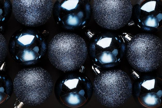 カラフルなクリスマスボール