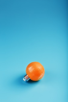 青色の背景にオレンジ色の電球。