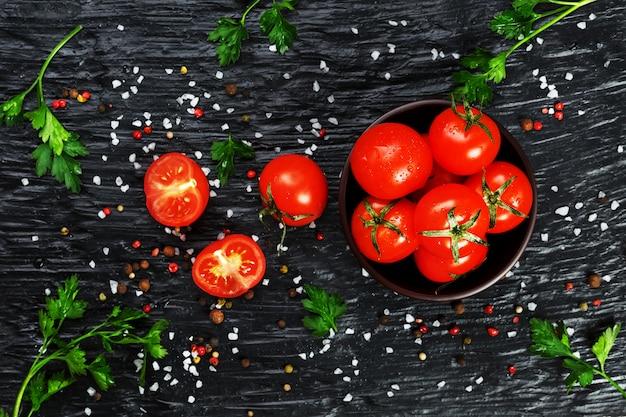 フレッシュスライスチェリートマトとスパイス粗塩とハーブ