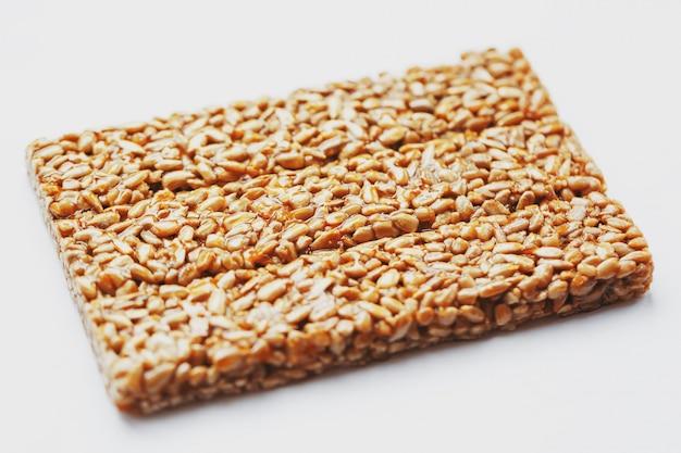 健康的なスナック。フィットネスダイエット食品。コジナキのフリッター、種、エネルギーバー。