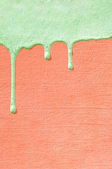 塗料のしずくでコンクリートの壁のテクスチャ。