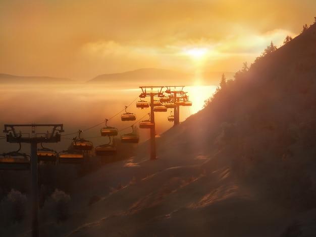 ケーブルカーと山の景色。